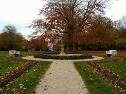 Fall Flags Yard File Rosecliff In The Fall Front Yard Jpg Wikimedia Commons