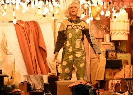 Sia Singing Chandelier Live Kristen Wiig Performs With Sia During The Grammys Ny Daily News