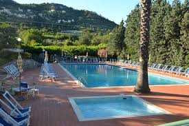 piscine petite taille residence camping piscine pietra ligure village vacances ligurie