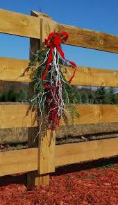 Christmas Fence Decorations Wooden Fence Decorations Christmas Outside Christmas Decorating