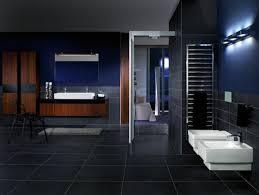 badezimmer dunkelblau ein luxusgefühl herrscht im schwarzen badezimmer design