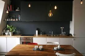 plan de travail cuisine blanche cuisine blanche avec plan de travail en bois et mur en couleur