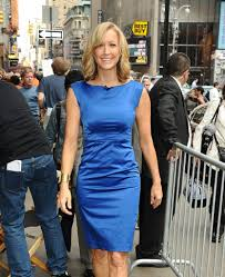 lara spencer photos photos head anchor robin roberts arrives at