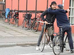 the cyclechic blog cyclechic cycle chic so sweet the friendly copenhagen hug u2013 on bike