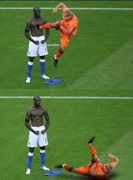 Funny Memes Soccer - jogador toma essa fdp balotelli hahaha que dó s o c c e r