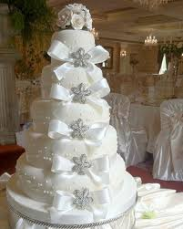 5 tier wedding cake cake place 5 tier brooch white wedding cake with white roses and bows