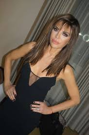 how does lisa rinna cut her hair lisa rinna rocks new longer locks for first time in 19 years it