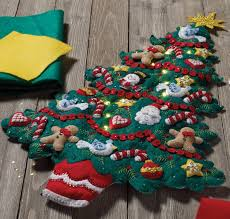 merry and bright tree bucilla wall hanging kit