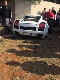 crashed lamborghini lamborghini gallardo that crashed in johannesburg looks like total
