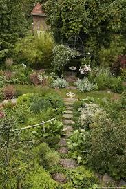 pierre pour jardin zen les 25 meilleures idées de la catégorie jardin en pente sur