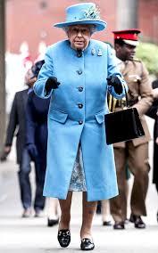queen handbag for 60 years the queen has been carrying the same handbag rediff