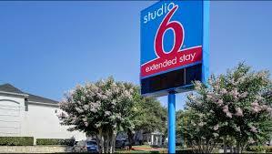 Hotels In San Antonio With Kitchen Studio 6 San Antonio Six Flags Hotel In San Antonio Tx 59