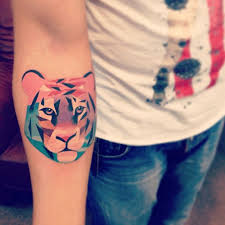 tiger color tatto arm zestymag