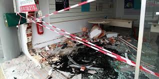 bureau d int駻im dax fonce dans la vitrine d une agence d inté sud ouest fr
