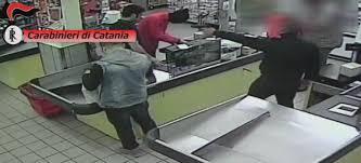 rapina in rapina in un supermarket due arresti uno 礙 minorenne