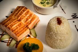 cuisine pav de saumon pavé de saumon grillé concombres croquants et sauce tzatziki