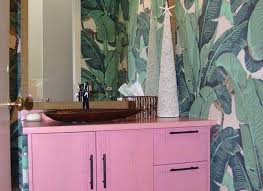 hot summer trend 25 dashing powder rooms with tropical flair tropical bathrooms ideas vozindependiente