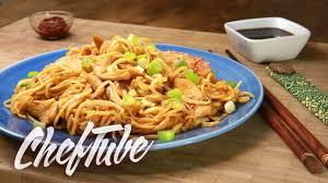 comment cuisiner les nouilles chinoises comment faire des nouilles sautées recette dans la description