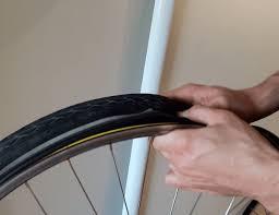 changer chambre à air vélo course tuto comment enlever une roue de vélo et remonter un pneu