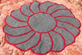 flower shaped vintage rugs blanket stitched wool cotton grain