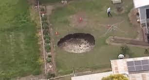 Sinkhole In Backyard Terrifying Swirling Sinkhole Opens In Australia Backyard