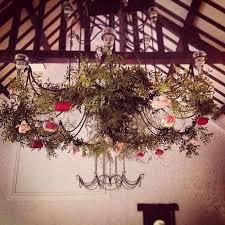tons mariage un mariage dans les tons roses suspensions florales pour