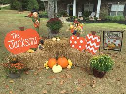 Peanuts Halloween Outdoor Decorations by Best 25 Fall Yard Decor Ideas On Pinterest Fall Mailbox Decor