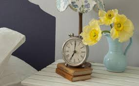 add drama to pale walls with paint effects dulux