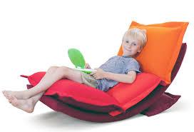pouf chambre enfant pouf chambre ado finest ce pouf en forme de fauteuil est trs