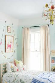 weekend dans la chambre 2 rideau enfant pas cher beiges dans la chambre fille avec murs bleu