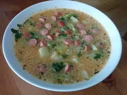 cuisine de francfort recette de la soupe au chou et aux saucisses de francfort