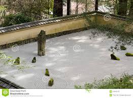 pierre pour jardin zen sable de portland et jardin japonais de pierre images libres de