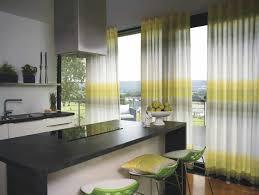 rideaux cuisine gris cuisines rideaux cuisine longs rayures jaunes gris comptoir noir