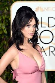 bump it katy perry snooki bump it golden globes carpet 2016 vogue