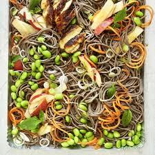 univers de la cuisine salade de nouilles soba avec poulet bienvenue dans l univers de la
