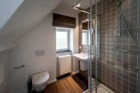 salle de bain dans chambre sous comble beautiful chambre sous comble moderne photos design trends 2017