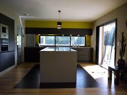 cuisine avec fenetre cuisine en l avec ilot et fenetre photos de design d intérieur