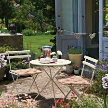 small garden ideas uk photograph small courtyard patio p