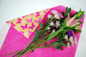 flower wrapping paper how to gift wrap fresh flowers like a pro