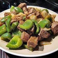 cuisiner des poivrons verts recette boeuf sauté aux poivrons verts toutes les recettes