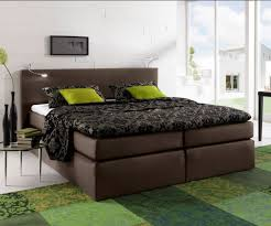 ehebett bett 180x200 massivholz doppelbett mango braun bettgestell funvit wohnzimmer uhren modern