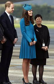 duchess kate duchess kate recycles emilia wickstead dress primer viaje en familia recycling versions and the dress