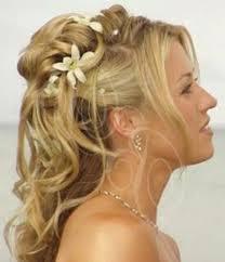Hochsteckfrisuren Braut Locken by Brautfrisuren Mit Blumen 22 Ideen Für Ein Perfektes Hochzeitsgefühl