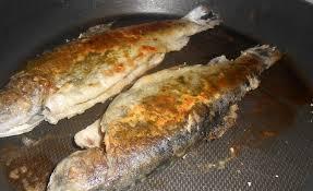 cuisiner des truites truites grillées au pesto d ail des ours recette