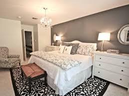 schlafzimmer einrichtung inspiration das schlafzimmer günstig einrichten schwarz weiß teppich