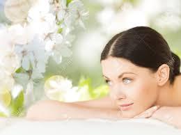 m sur le bureau les gens la beauté un spa et un concept de soins du corps