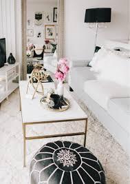 Un Glamorous Finding An Apartment Part Deux Prêt Black White Gold Modern Glam Apartment Decor Pinteres