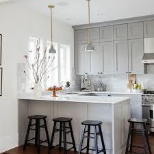 cuisine blanc et grise idee de credence pour cuisine 8 le gris plan de travail blanc