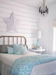 schlafzimmer shabby schlafzimmer in weiss hellblaue decke und nachttischle shabby