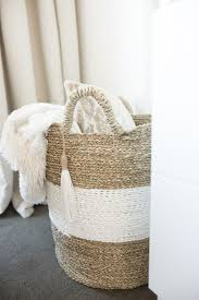 Blanket Storage Ideas by Best 25 Blanket Basket Ideas On Pinterest Blanket Storage Cozy